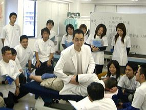 日本カイロプラクティックドクター専門学院授業風景.jpg