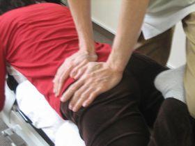 生理痛・生理不順の治療:骨盤のほぐし.JPG