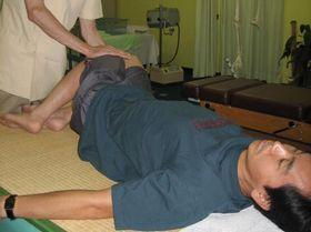 腰痛治療:操体法.JPG