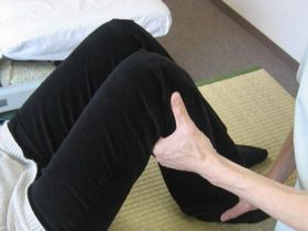 膝関節痛の治療:操体法.JPG